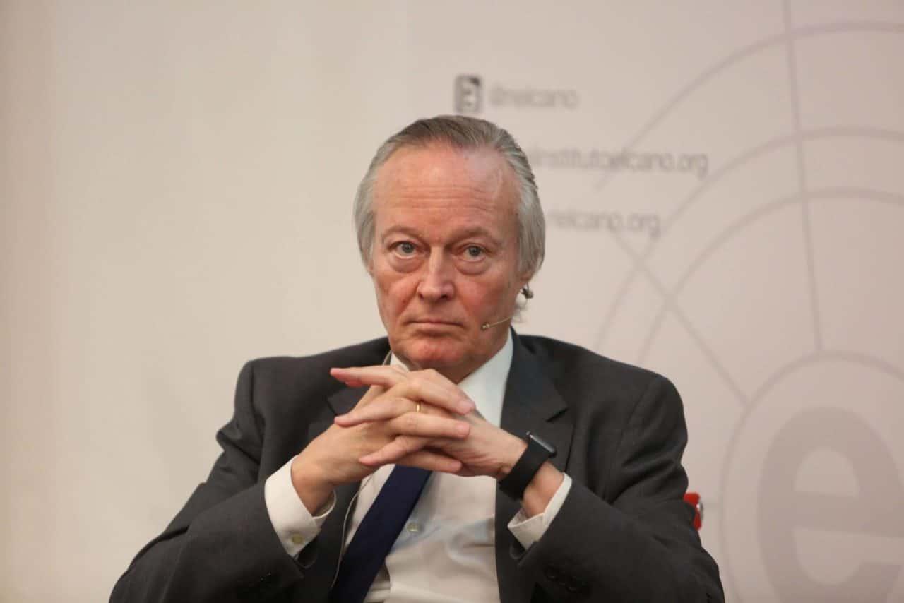 El Ministro español Piqué defiende su modelo tecnológico basado en leyes