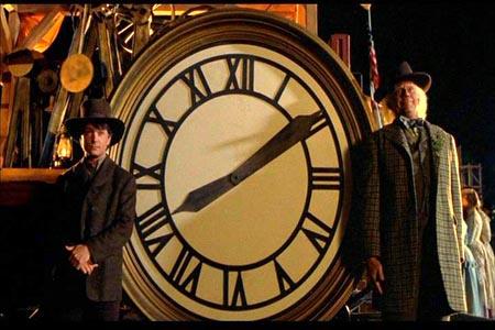 Marty y Doc en el reloj de 1885