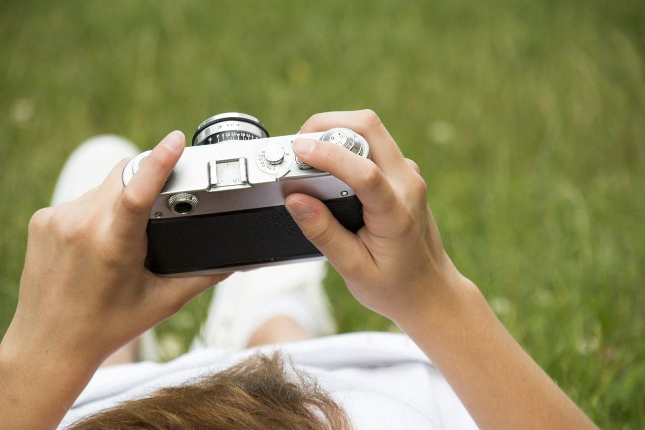 Arabia Saudita estudia levantar prohibición sobre móviles con cámara