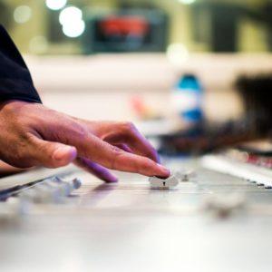 Universal venderá canciones en Internet por un euro