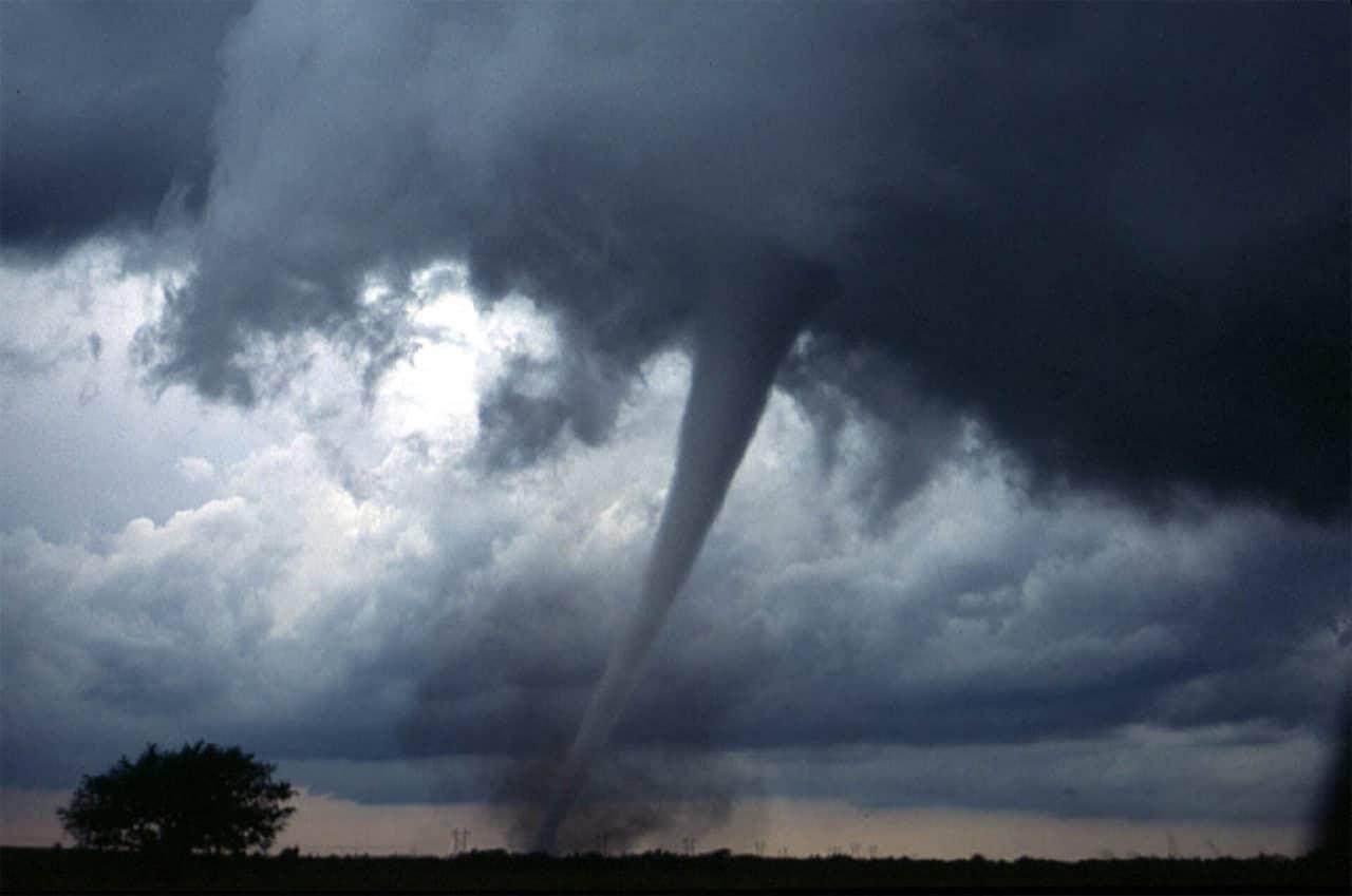 ¿Cómo se originan los tornados?